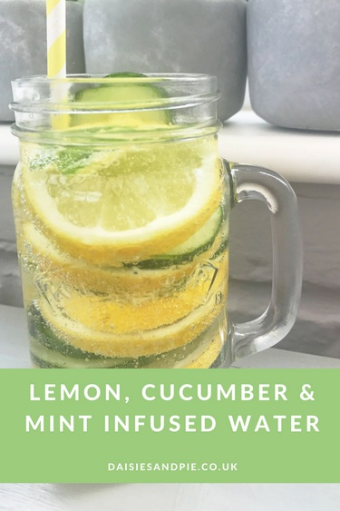 Infused Water Mengggunakan Lemon